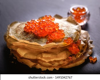 Round blinzes blinis with red caviar