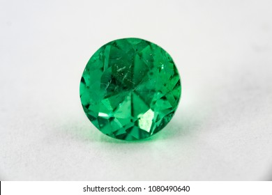 round emerald and gemstone to jewelry