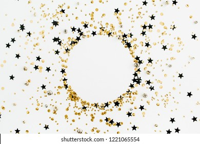Round frame of festive holiday background with sparkle glitter decoration. Flat lay, top view Christmas or New Year pattern. Mock up.