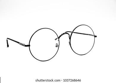 Runde Brillen Frauen.Bereits benutzt Das Bild ist scharf nah.Ist ein guter Hintergrund.Geeignet für den Einsatz.