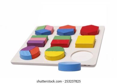 Round puzzle fit round hole