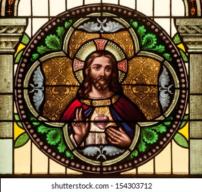 Round stained glass window depicting Sacred Heart of Jesus