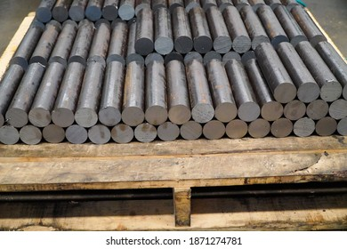 Round steel shaft, raw material for automotive parts
