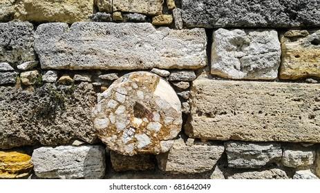 Round stone and block stone walls