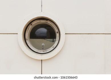 Round window like on the port