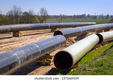 The route of the new natural gas pipeline runs through the state of Brandenburg. It is currently under construction. The individual pipes have to be welded together.
