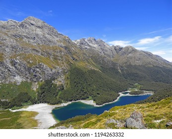 Routeburn track - New Zealand, mountains and lake