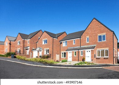 Housing estate imgenes fotos y vectores de stock shutterstock row of new english houses malvernweather Image collections