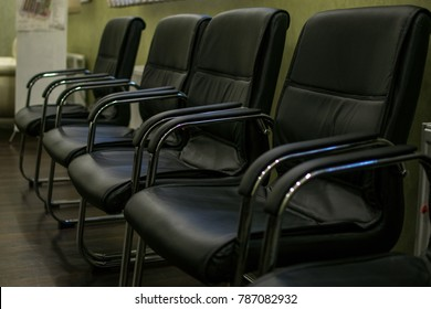 A row of soft seats in the negotiation room.