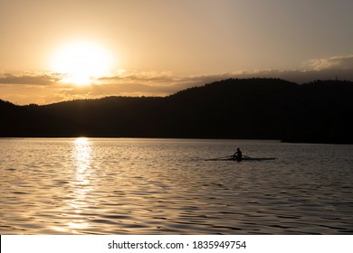 Rowing athlete with stunning sunset in Eymir Lake. Kürek sporcusu gün batımında Eymir Gölü'nde kürek sporu yapıyor.