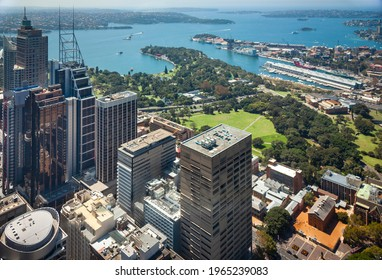 Royal Botanic Garden Sydney, Australia, including Mrs Macquarie's Chair and Potts Point beside the city skyline and harbour.