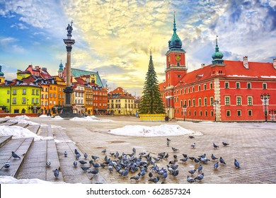 Royal Castle, ancient townhouses and Sigismund's Column in Old town in Warsaw on a Christmas day, Poland, is UNESCO World Heritage Site.