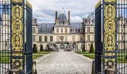 royal-castle-fontainebleau-france-januar