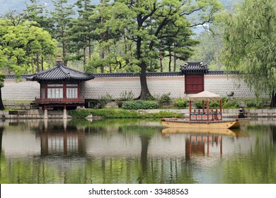 Royal pond in Gyeonbokgung Palace, Seoul, South Korea