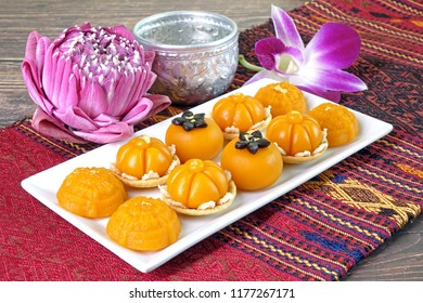 Royal Thai cuisine : Three mixed Golden Thai sweetmeat (Sa Ne Jan, Da Ra Thong and Thong Ek) , famous nine auspicious desserts in Thai tradition, made from yolk, wheat flour and edible gold.