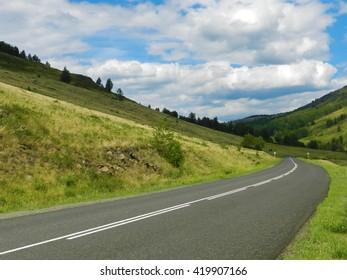 rthe road between the hills