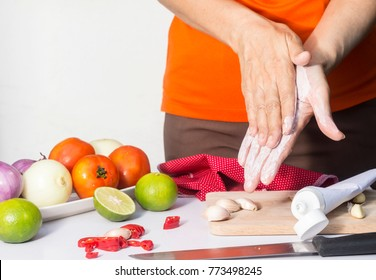 rub toothpaste on your palms and wash with water can remove garlic smell , kitchen tips