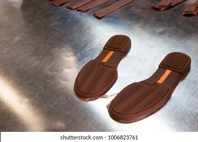 rubber shoe soles from the block to prepare the cutting machine