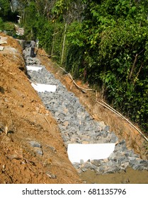 Rubble, Gravity retaining wall for back filling. Rubble wall construction.
