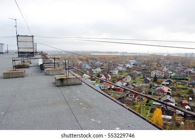 Ruberoid roof covering and railing on a multi-storey town house in Arkhangelsk.