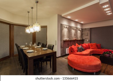 Ruby house - Dining room and living room