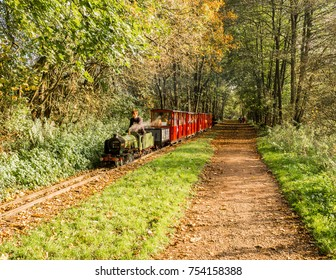 Rudyard, Leek, Staffordshire, UK. October 15th 2017. Passengers enjoying a ride on the minature rideable lakeside railway at Laye Rudyard, Leek, Staffordshire, Uk