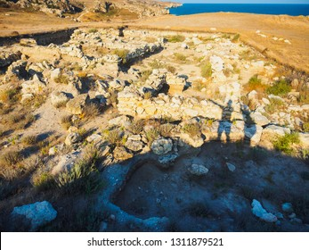 Ruined ancient ruins in the south. Dancing shadows men and women