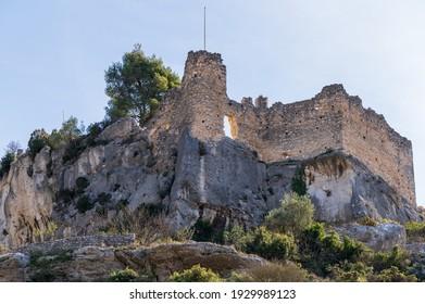 Ruined castle of Fontaine de Vaucluse