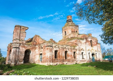 Ruined Church of the Assumption of the Blessed Virgin in the village of Vyatkoye, Yaroslavl Region, Russia.