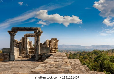 Ruined temple in the Kumbhalgarh fort complex, Rajasthan, India, Asia