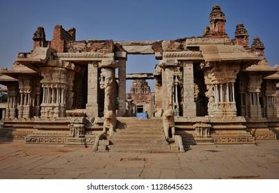 Ruined view of the 1000 musical pillared hall of Vijaya Vitthala temple, Hampi.