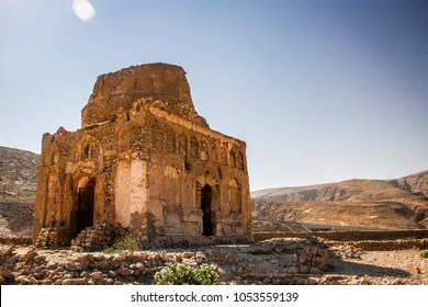 Ruins of the 13th century tomb of Bibi Maryam at Qalhat, near Sur in eastern Oman