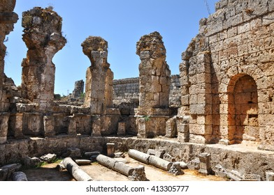 Ruins of the ancient anatolian city Perge in Turkey.