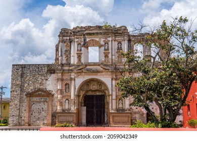 The ruins of the Antiguo Colegio de la Compañia de Jesús in Antigua, Guatemala