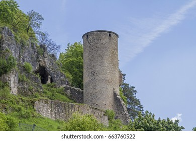 The ruins Loch in the Upper Palatinate is a rare example of a cave castle, of which there are very few in Bavaria.