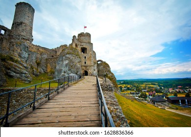 Ruins of the old medieval castle. Ogrodzieniec, Poland.