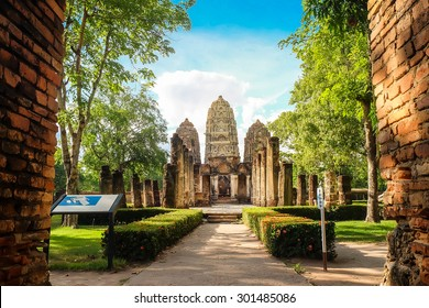 Ruins temple and of Sukhothai historical park