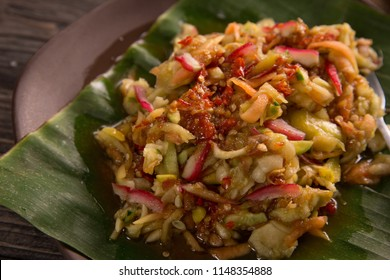rujak serut. indonesian fruit salad with hot spicy sauce