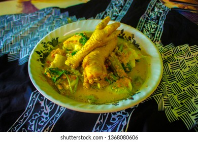 Rujak Soto is atraditional food from the Banyuwangi area, East Java, Indonesia. This dish is a unique blend of vegetable salad or rujak with soto from Indonesia like beef, soto babat, or mix chiken