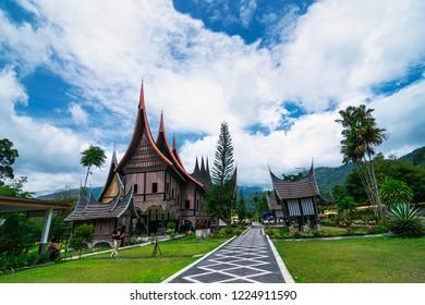 Rumah Adat Pusat Dokumentasi Informasi Kebudayaan Minang