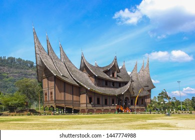 rumah gadang istana basa pagaruyung 260nw 1447774988