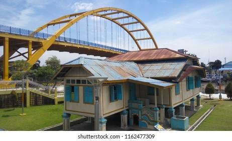 Rumah Singgah Tuan Kadi is located in Pekanbaru City, Riau Province, Indonesia. This building is one of landmarks in Province and located near from Siak 3 Bridge