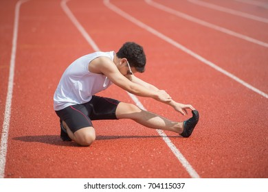 runner man on the start running lane, prepare to run