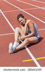 Runner with shoulder injury on track