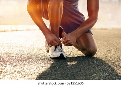 Runner ties his shoes
