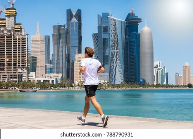 Running man in front of the skyline of Doha