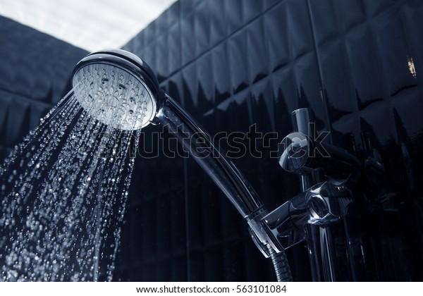 流水式のシャワーカラン