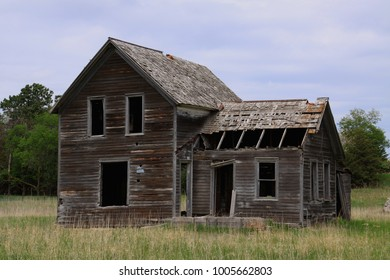 Rural home that sits abandoned in ranching country