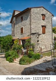 Rural house built with local stone in the village of San Giorgio di Valpolicella a fraction of the municipality of Sant'Ambrogio di Valpolicella, in the province of Verona. italy