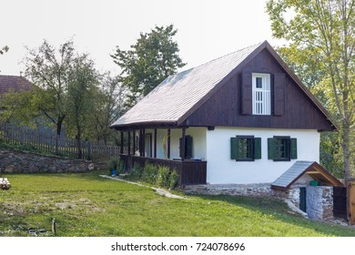 rural house with green field